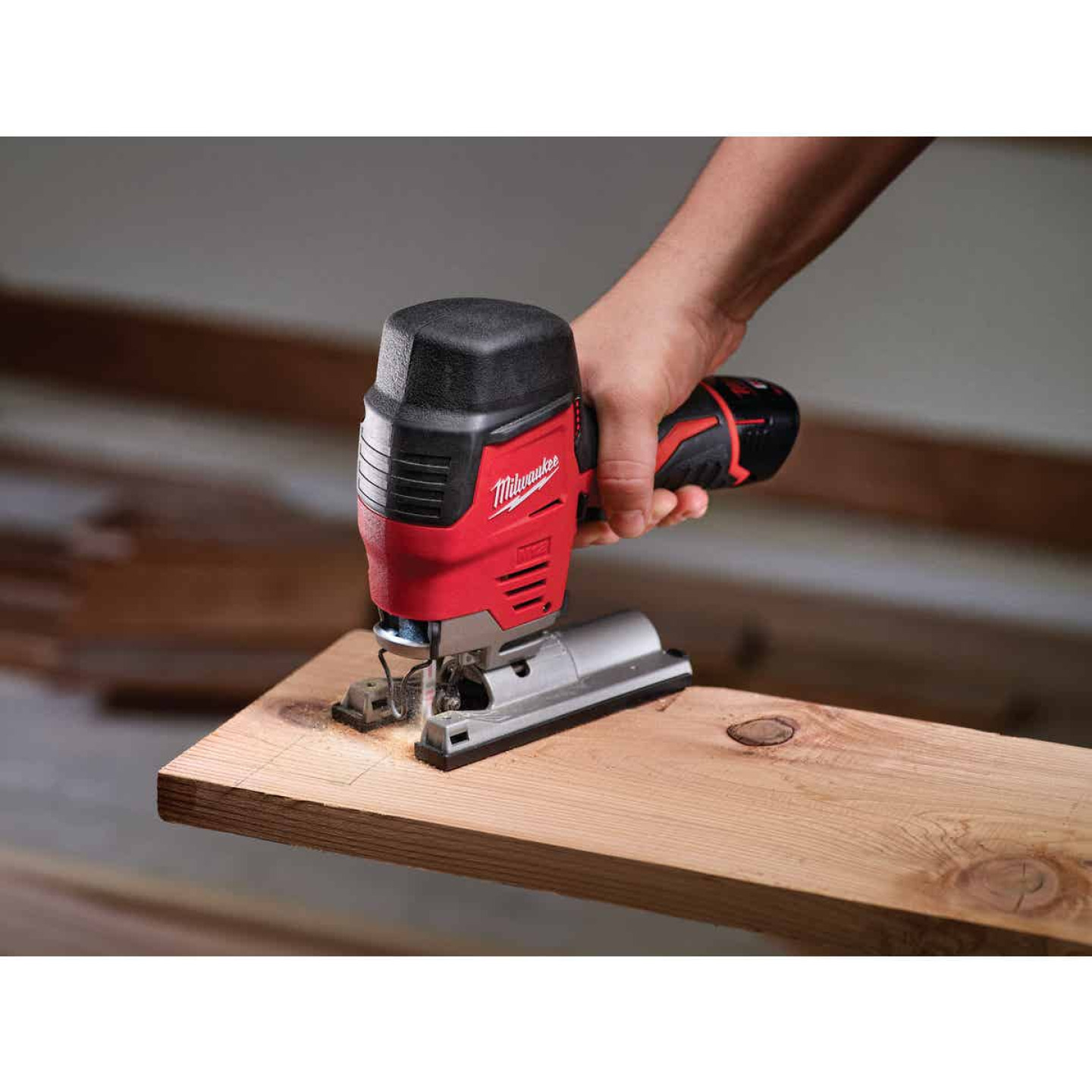 Milwaukee M12 12 Volt Lithium-Ion 1.5 Ah Cordless Jig Saw Kit Image 3