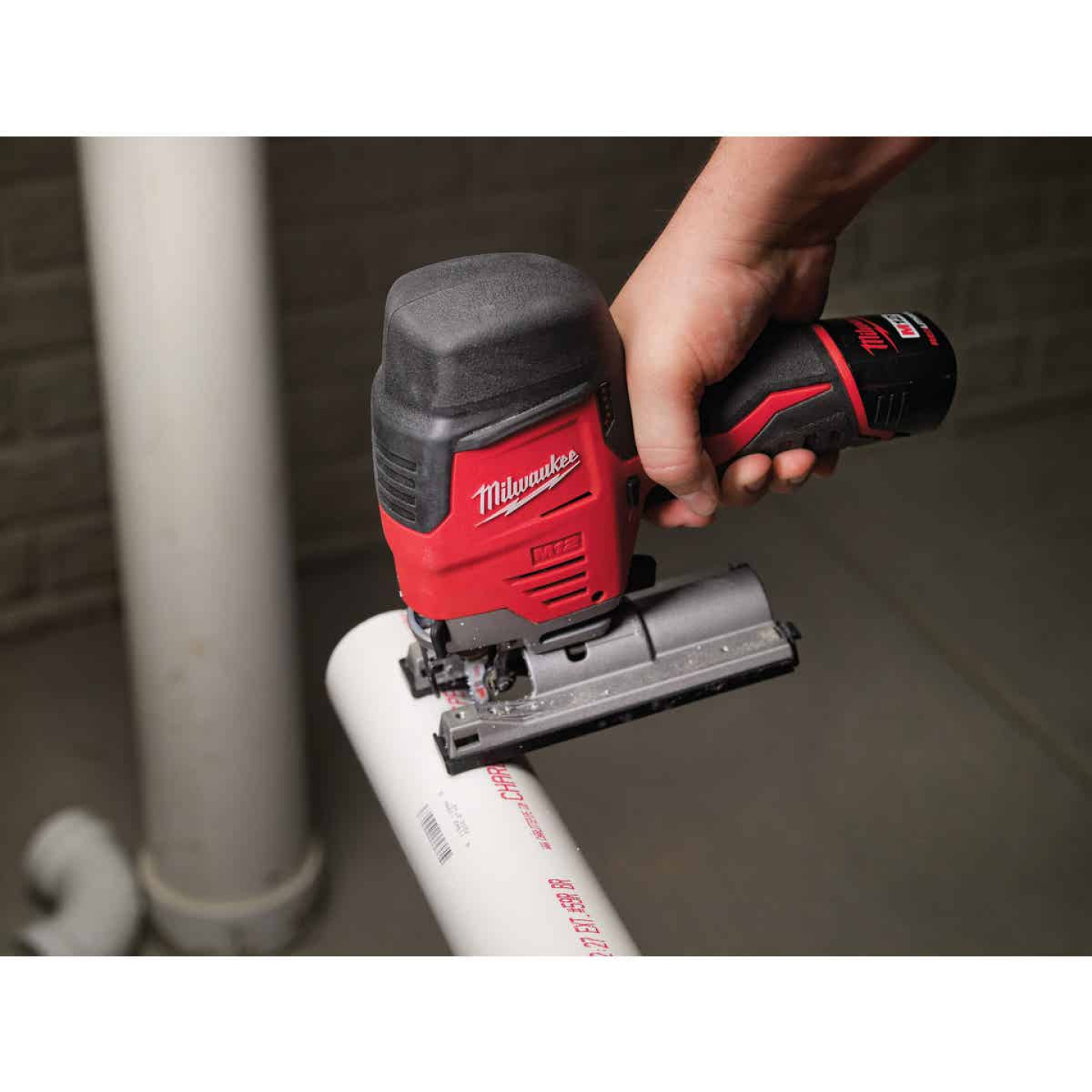 Milwaukee M12 12 Volt Lithium-Ion 1.5 Ah Cordless Jig Saw Kit Image 4